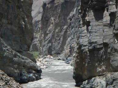 At this point the Cordillera Blanca and the Cordillera Negra are just separated by a roaming river