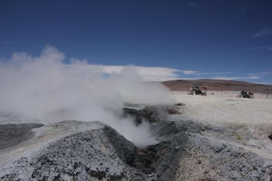 Some geysers close to the Bolivian customs (which is at 5000m)